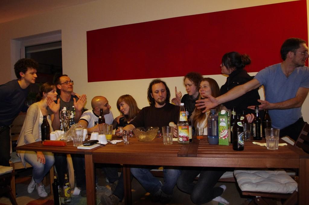 Gruppe von Stammgästen in der Weinstube